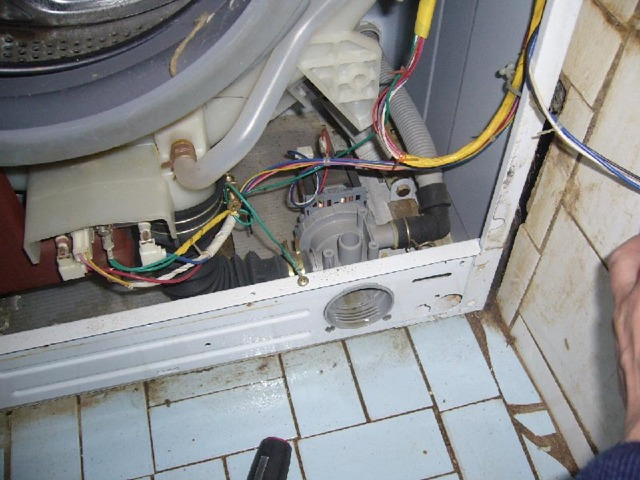Замена сливного шланга в стиральной машине самостоятельно: инструкция