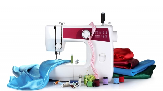 Электронная или электромеханическая швейная машинка, что лучше?