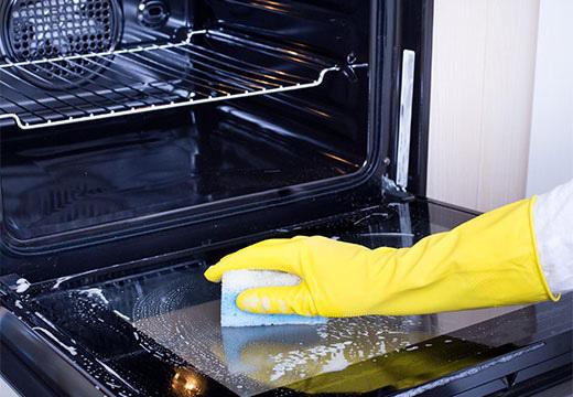 Способы очистки духовки от жира и нагара