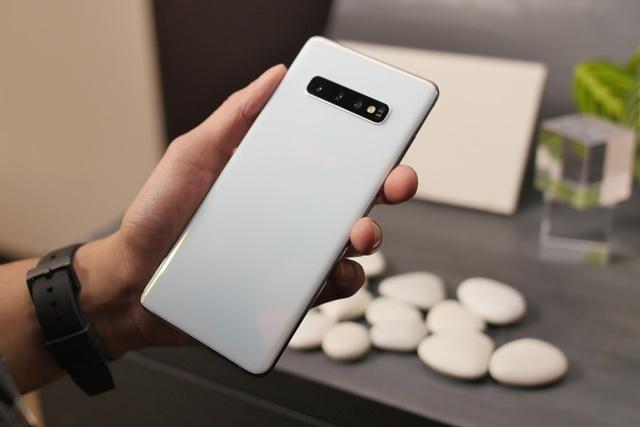 samsung galaxy note 10+ vs iphone xs max – кто круче? Сравнение смартфонов