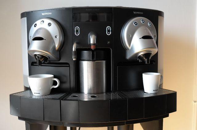 Чем отличается капсульная кофеварка от капсульной кофемашины