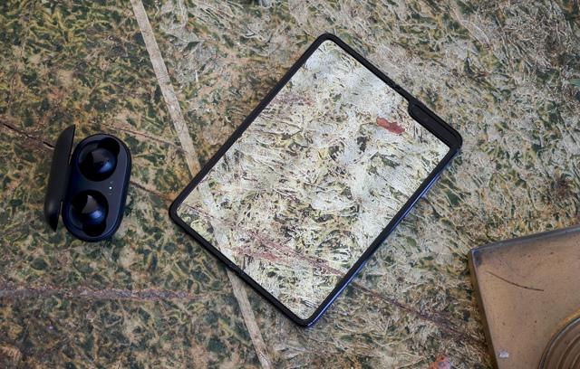 Обзор samsung galaxy fold, примеры фото с камеры, тест экрана