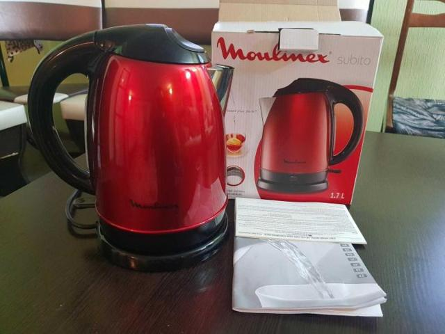 Электрический чайник пахнет пластмассой: что делать и как его убрать?