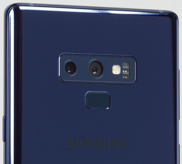 В сети появилось фото galaxy note9 с тремя камерами