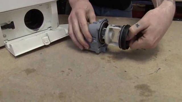Стиральная машина не отжимает белье и не сливает воду - в чем причина?