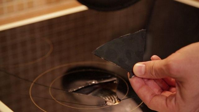 Как устранить скол на варочной поверхности?