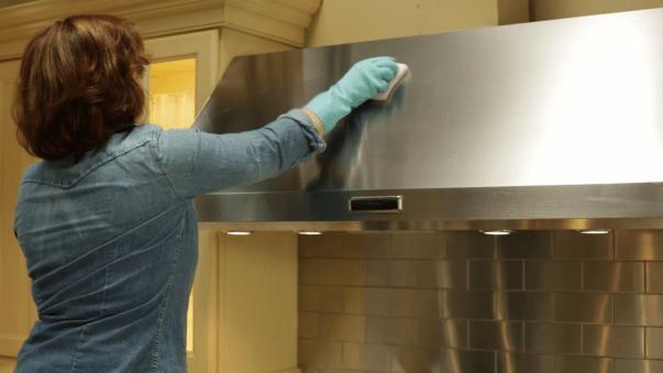Чем и как почистить вытяжку на кухне от жира?