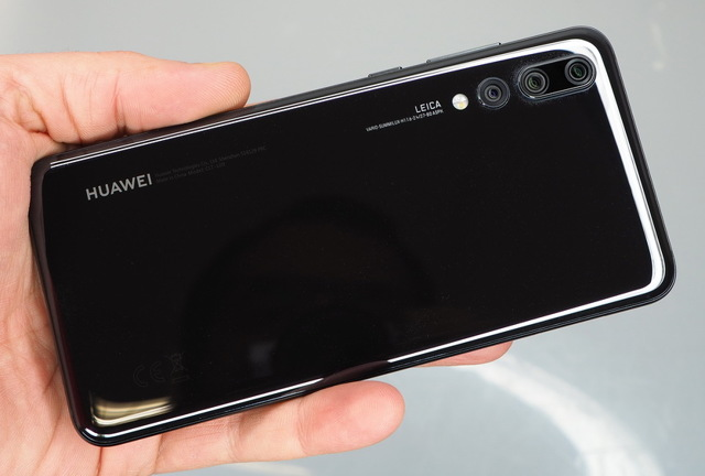 huawei honor 20 vs oneplus 7 – сравнение камер, экранов, батарей