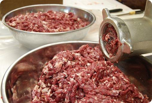 Какую и как выбрать ручную мясорубку? Советы