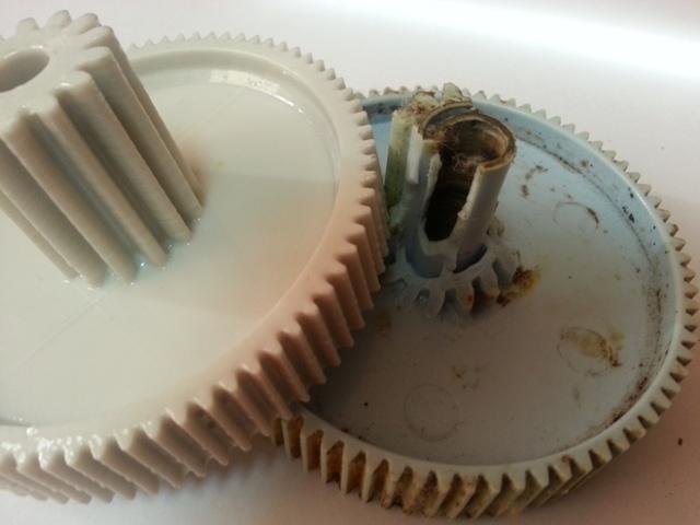 В микроволновке не крутится тарелка. Что делать?