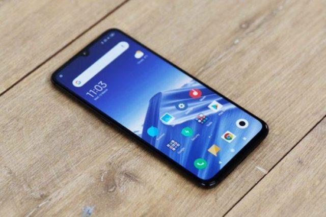 Лучшие средние смартфоны в октябре 2019 году