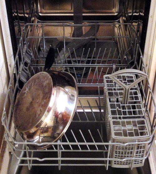 Моет ли посудомоечная машина кастрюли?