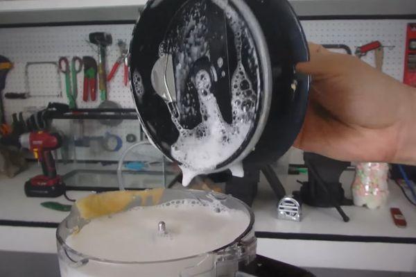Чем и как почистить блендер? Практические советы